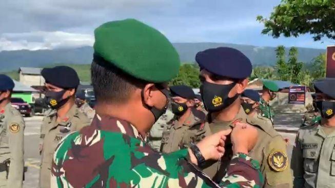 Dalam rangka hari Bhayangkara ke-75, 65 personel Polri, yang bertugas di Satuan Tugas Operasi Madago Raya menerima kenaikan pangkat setingkat lebih tinggi, Kamis (1/7/2021). ANTARA/HO-Humas Polda Sulteng