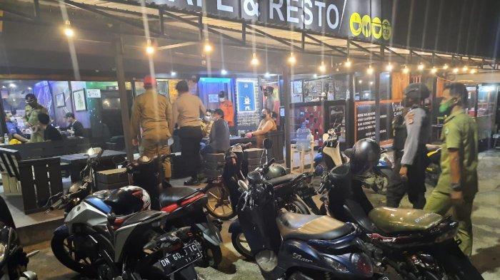 Tim Satgas Operasi Yustisi saat mengimbau salah satu caffe di Kabupaten Poso